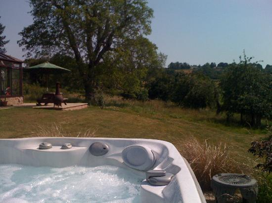 ‪‪May Hill View‬: Stunning Views from the Jacuzzi Hot Tub at May Hill View‬