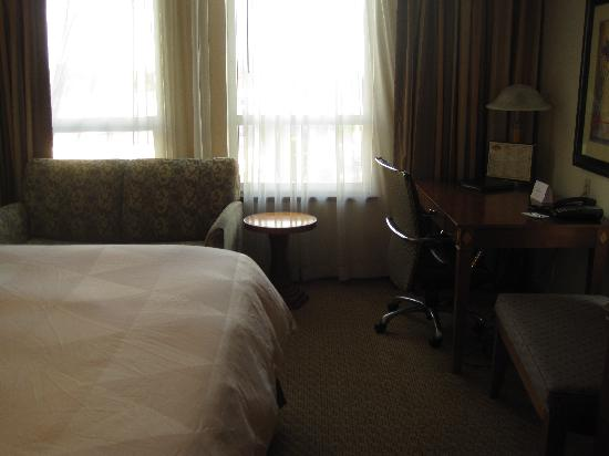 Hotel Executive Suites: Couch and table area