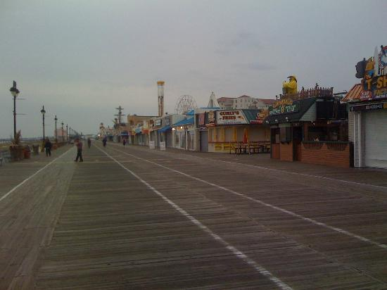 Ocean City Boardwalk: Boardwalk south