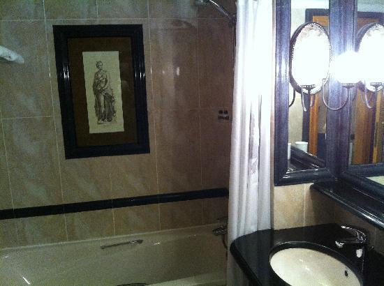 Dom Pedro Lisboa: Bathroom