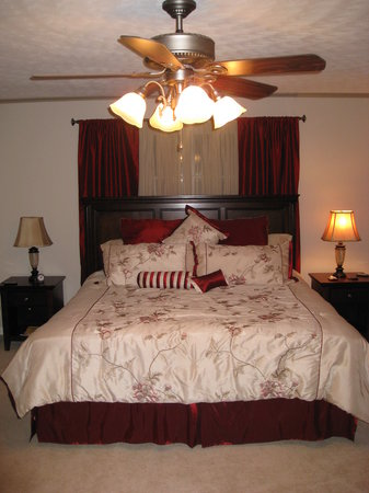 Edelweiss Bed and Breakfast: Our Bedroom