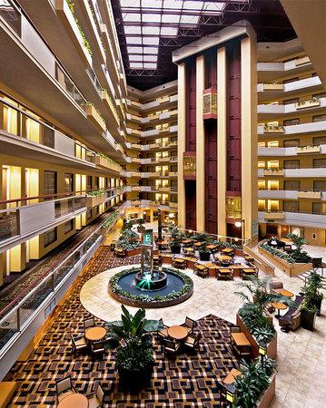 Embassy Suites Hotel San Antonio International Airport Photo