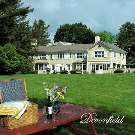 Devonfield Inn: Field of Dreams
