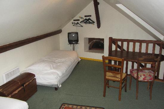 Hotel De France Logis: camera con 3 posti letto