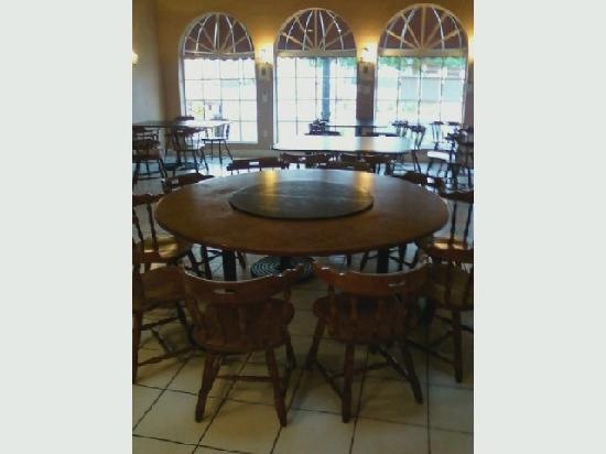 Burgundy Square Cafe: Round Table fits 10 comfortable