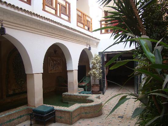 رياض درا نيمبوس: le patio