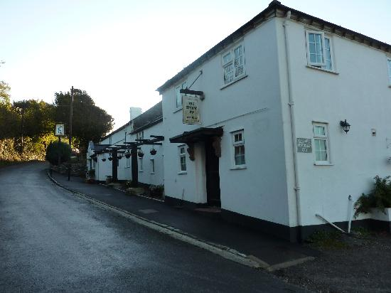 The Spyway Inn: looking up the lane