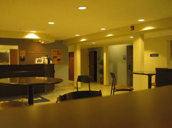 Microtel Inn & Suites by Wyndham Bath: Lobby