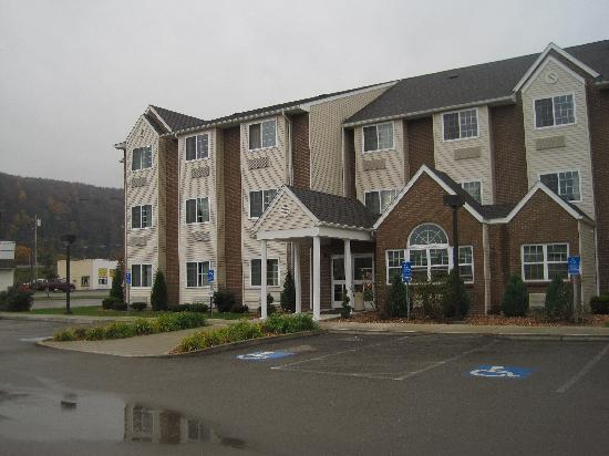 Microtel Inn & Suites by Wyndham Bath: Hotel Exterior