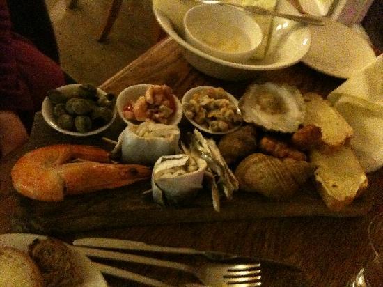Crab & Winkle Restaurant: The Platter Starter, tastes even better than it looks.
