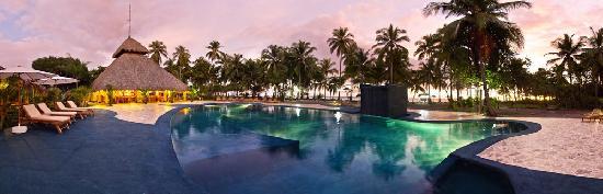 Clandestino Beach Resort: Pool by the beach