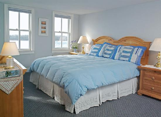 Orleans Waterfront Inn: Waterfront Suite with king size bed, seperate living room with breakfast included