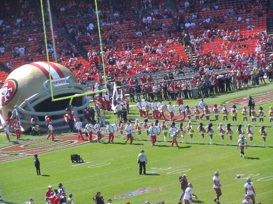 Candlestick Park : Players hit the field