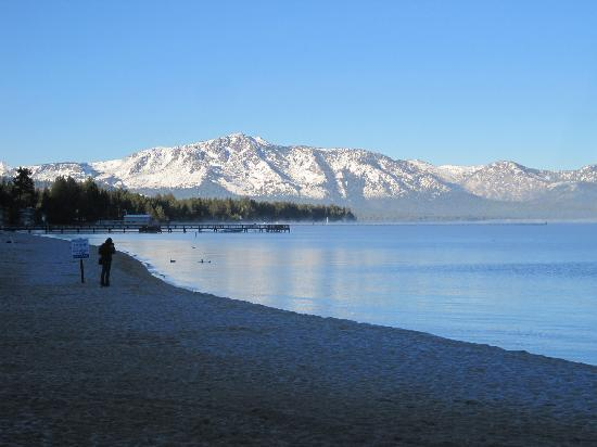 Tahoe Beach and Ski Club: Beach in the morning.