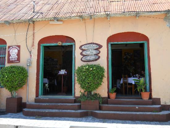 Cafe Arqueologico Yaxha: Front view of Cafe Yaxha