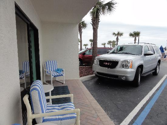 Catalina Beach Club: Balcony/Car park