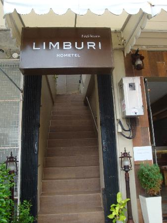 Limburi Hometel: Entrance to room