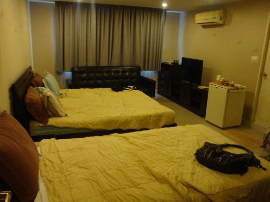ลิมบุรี โฮมเทล: Spacious room (Family suite)