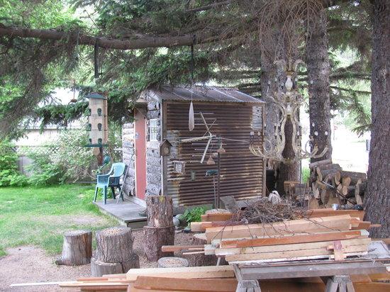 Alaskan Sojourn Hostel: Our cute cabin!
