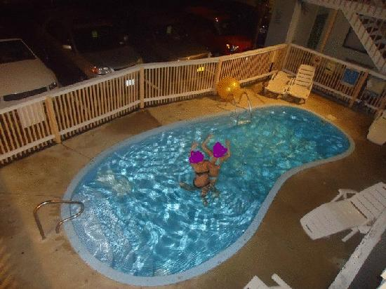 Sea Palace Inn: told u the pools a bean hahaha