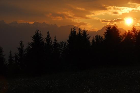 ماونت 7 لودجيز: Sunset from Eagle Lodge