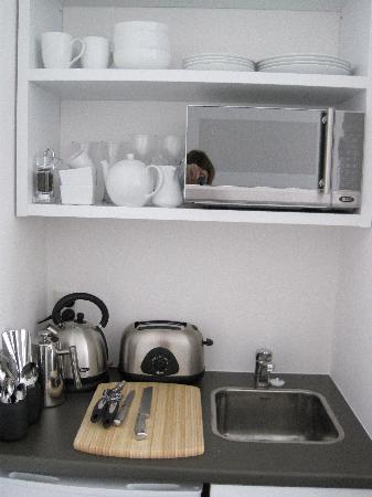 Acorns Wellington Bed and Breakfast: Pohutukawa studio