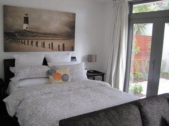 Acorns Wellington Bed and Breakfast: Pohutukawa studio