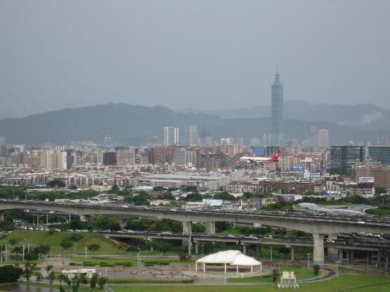 Grand Hotel Taipei: バルコニーから台北101