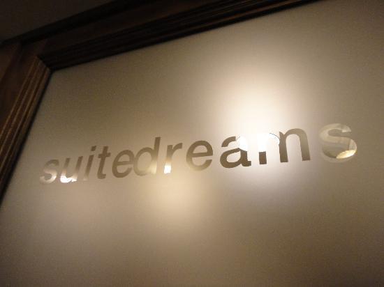 Suite Dreams: Entrance on 2nd floor (1st floor in Europe)