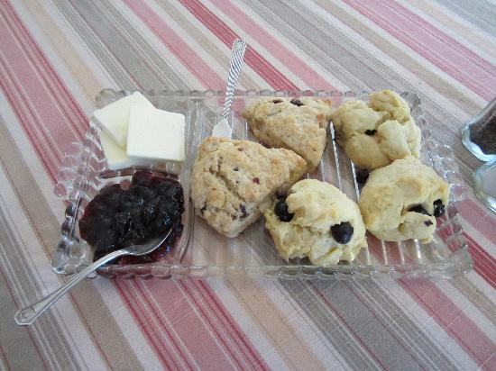 Old Crocker Inn: Awesome Scones