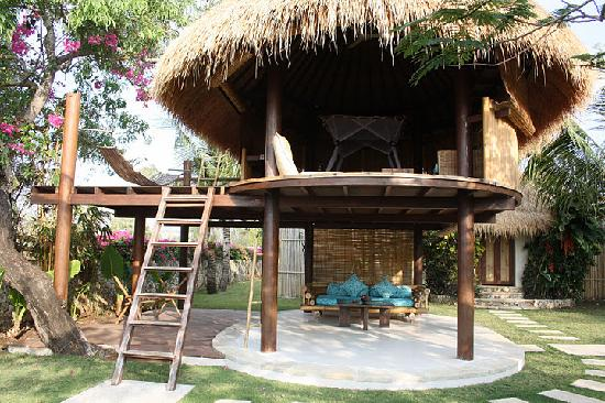 Mick's Place: tree house bungalow