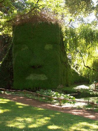 Parc Floral et Tropical de la Court d'Aron: Sculpture végétale