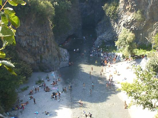 Villaggio Alkantara: famose gole di alcantara