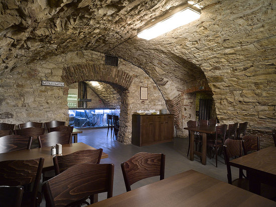 Lokal Inn: restaurant - cellar