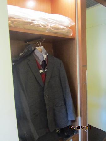 إتش سي 3 هوتل: Closet