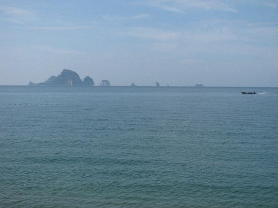 Beach Terrace Hotel Krabi: lovely view of Andaman Sea