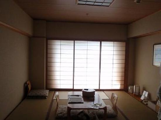 Diamond Kamakura Bettei Society: 障子の向こうの窓は道路です^^;