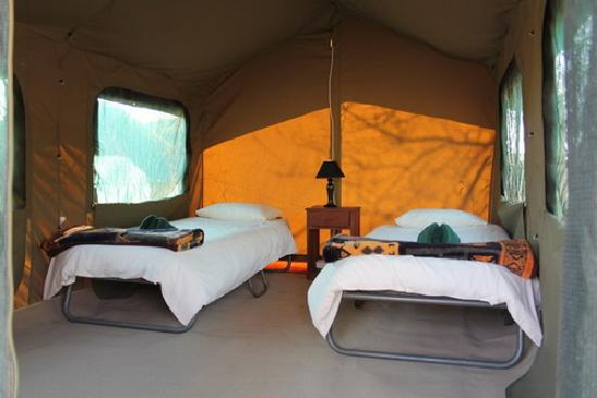 ‪‪Kwalape Safari Lodge‬: Kwalape Safari Lodge, Safari Tent Interior‬