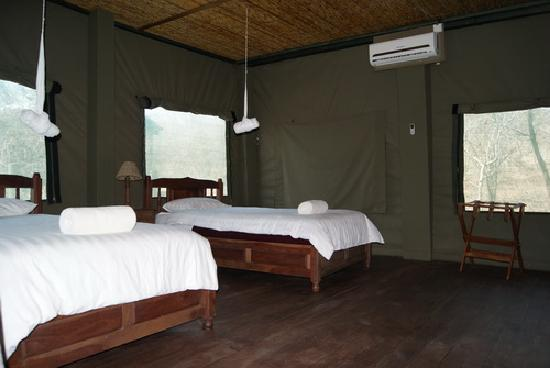 ‪‪Kwalape Safari Lodge‬: Kwalape Safari Lodge, Chalet Interior‬