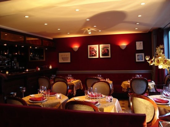 Int rieur tr s cosy picture of la dolce vita bougival for Restaurant bougival