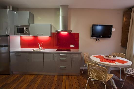 Cocina Apartamentos Ezcaray: fotografía de Apartamentos Turisticos ...