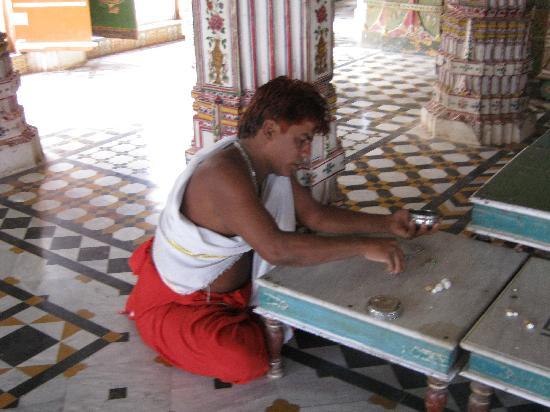 Bikaner Hotel : Preghiera Jainista