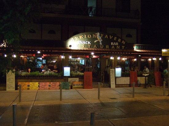 Alkion Tavern: Alkion At Night