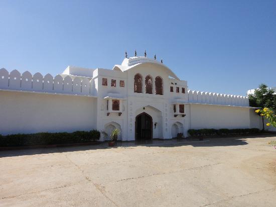Udai Vilas Palace: front of hotel