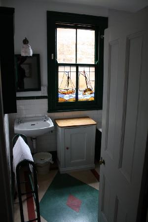 At Home London B&B: bathroom