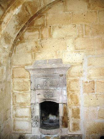 Castle Cave House: Fireplace