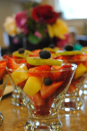 Arbor Guest House: Fruit in the morning