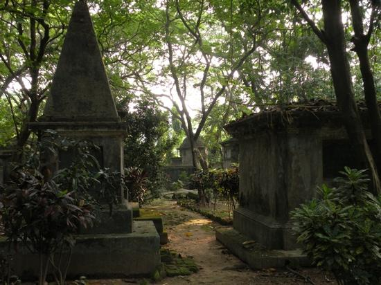 South Park Street Cemetery: the same - 18 century tombs of mostly young British settlers
