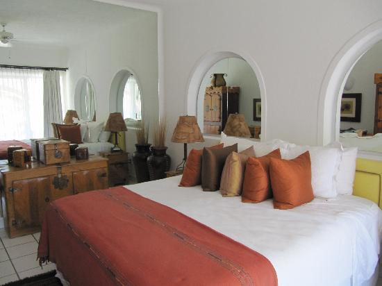 Casa Del Mar Beach Condos: Wonderful bedroom with comfortable bed