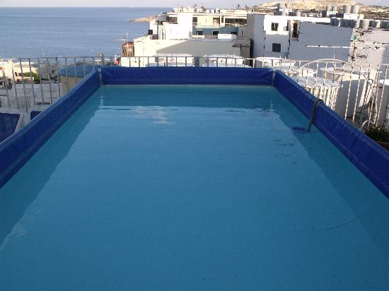 Qawra Point Holiday Complex: ... and the rooftop pool!